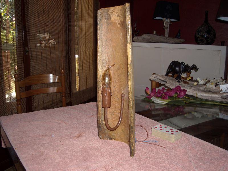Lampes en bois flott et tuile de d coration for Lampe en bois artisanale